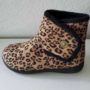 Vionic fuzzy slipper boots animal print